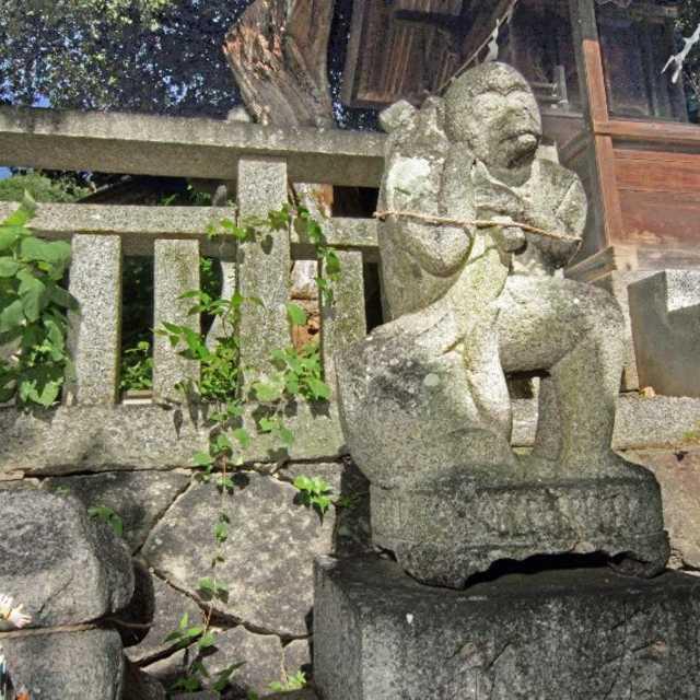 狛犬に変わり「猿」も石造