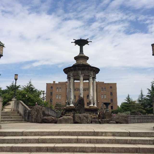 噴水塔と公会堂