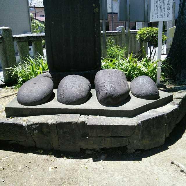 東八幡神社の力石