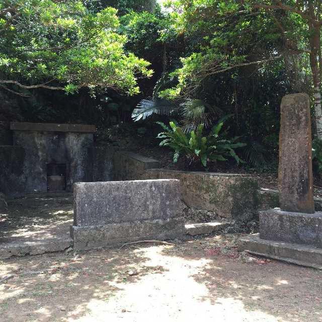 伊波普猷の墓