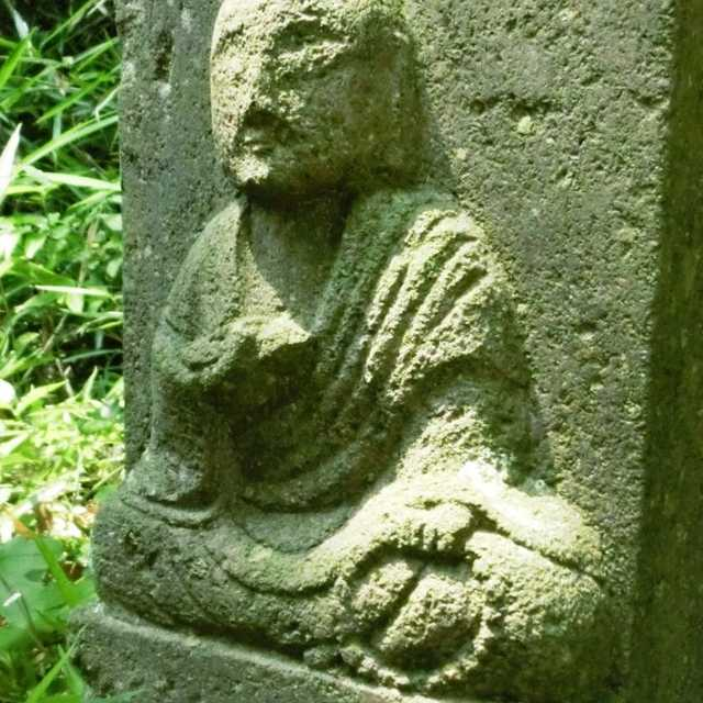 胸壁の仏像群