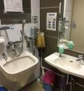 杉並区立中央図書館(1F 多目的トイレ)のオムツ替え台情報