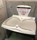 自由が丘駅交番横トイレ(1F)のオムツ替え台情報