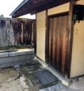 松山城二之丸史跡庭園(腰掛横の多目的トイレ内)のオムツ替え台情報