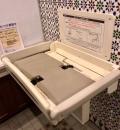 崎陽軒 本店アリババ(女子トイレ内)のオムツ替え台情報