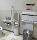 ラクーア 多目的トイレ(2F)のオムツ替え台情報