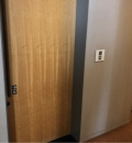 ホテルグランドアーク半蔵門(4F 多目的トイレ内)のオムツ替え台情報