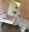 三の丸尚蔵館横だれでもトイレ(1F)のオムツ替え台情報