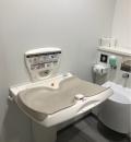 ハマクロス(3F 多目的トイレ内)のオムツ替え台情報