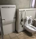 豊洲ぐるり公園公衆トイレ(水産仲卸売場棟 北西側)(1F)のオムツ替え台情報