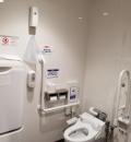 3階、階段横の多目的トイレ(3F)のオムツ替え台情報