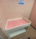 西松屋・鶴見店(店外の女性トイレの中)のオムツ替え台情報