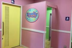 ユニバーサル・スタジオ・ジャパン(ゲストサービス横)の授乳室・オムツ替え台情報