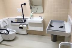 板橋区役所 高島平地域センター(1F誰でもトイレ)のオムツ替え台情報
