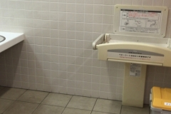 ポールスターショッピングセンター((2階ヨガスタジオ側女性用トイレ内))のオムツ替え台情報