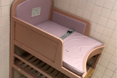 ABAB上野店(5Fと6Fの間の女子トイレ)のオムツ替え台情報