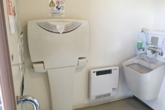 一本松茶屋の駐車場(トイレ)のオムツ替え台情報