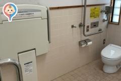 公衆トイレのオムツ替え台情報