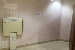 西友楽市(1F トイレ)のオムツ替え台情報