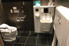 アパホテル&リゾート西新宿五丁目駅タワー(1F)のオムツ替え台情報