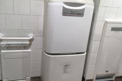 サンシャインシティ アルパ2F(多機能トイレ)のオムツ替え台情報