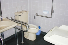 鎌倉市山之内公衆トイレのオムツ替え台情報