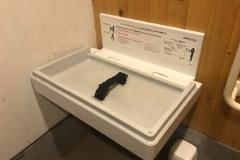 高尾山(山頂 多機能トイレ)のオムツ替え台情報