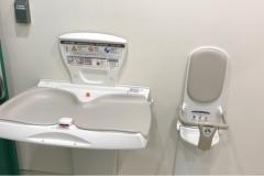 TOC五反田メッセ(多目的トイレ内)のオムツ替え台情報