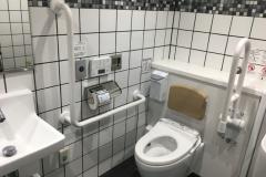 南海堺駅(1F 多目的トイレ)のオムツ替え台情報