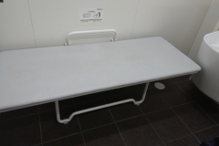 村上駅(多機能トイレ)のオムツ替え台情報