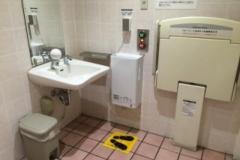 イトーヨーカドー上板橋店 多機能トイレ(2F)のオムツ替え台情報