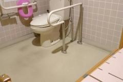 谷和原保健福祉センター(1F 多目的トイレ)のオムツ替え台情報