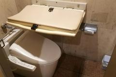 ステーキガスト 丹後通店(女子トイレ個室内)のオムツ替え台情報