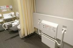 守谷サービスエリア・Pasar守谷(下り線)(1F 多目的トイレ)のオムツ替え台情報