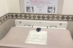 フレンチパウンドハウス大和郷店(1F)のオムツ替え台情報