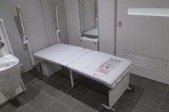 下北沢駅南西口トイレ(1F)のオムツ替え台情報