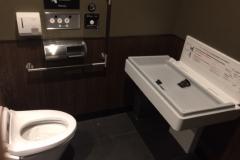 スターバックスコーヒー 京都三条烏丸ビル店(1F)のオムツ替え台情報