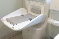 フードスクエアカスミつくばスタイル店(1F 多目的トイレ)のオムツ替え台情報