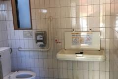 柏原観光トイレのオムツ替え台情報
