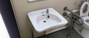 一ツ木公園(多目的トイレ)のオムツ替え台情報