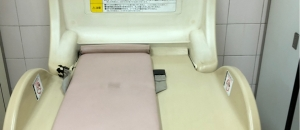 馬喰町駅(B2F 構内 馬喰横山との乗り換えフロアのトイレ)のオムツ替え台情報