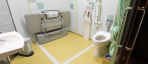 サンシャイン水族館(1F.2F 多目的トイレ)のオムツ替え台情報