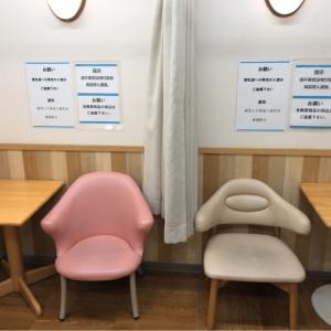 授乳椅子は3脚あり、それぞれカーテンで仕切られています