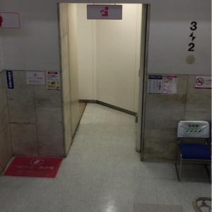 中二階、ベビーカーを持って10段程度の階段移動が必要です