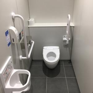 男性トイレ奥