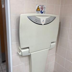 女子トイレのオムツ台