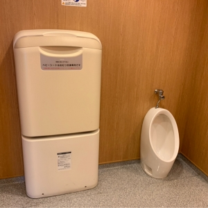 女性用トイレ おむつ台男の子用トイレ