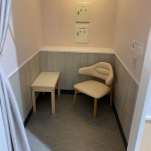 個室の授乳室もベビーカーごと入れます!