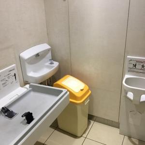 女性トイレの各個室でもオムツ替え可