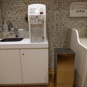 ミルク用お湯と流し おむつ台の横